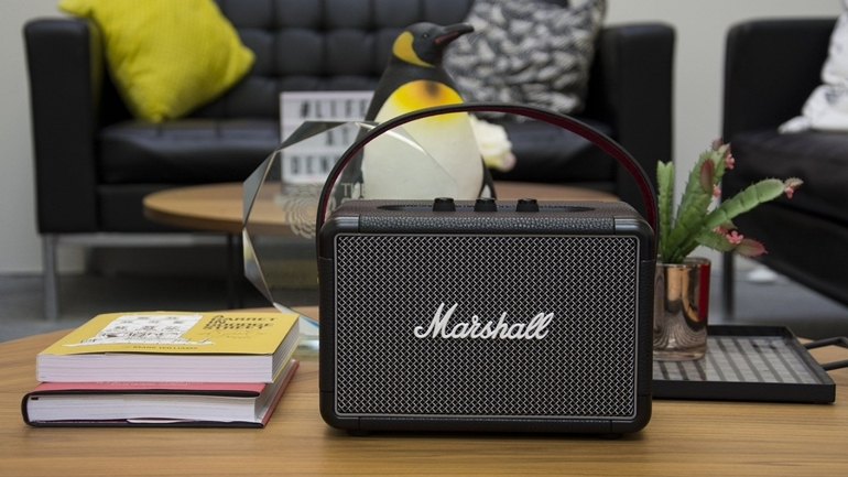 Loa bluetooth karaoke Marshall Stockwell gia re